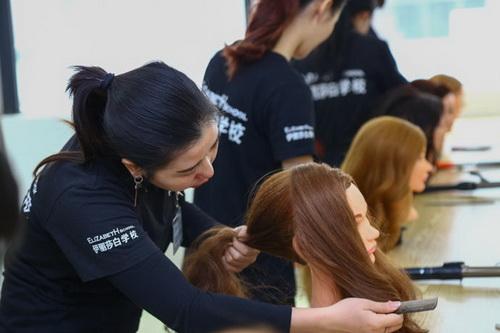 化妆培训学校哪个好,佛山化妆培训到伊丽莎白学校
