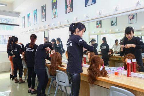 化妆培训学校哪个好,顺德化妆培训到伊丽莎白学校