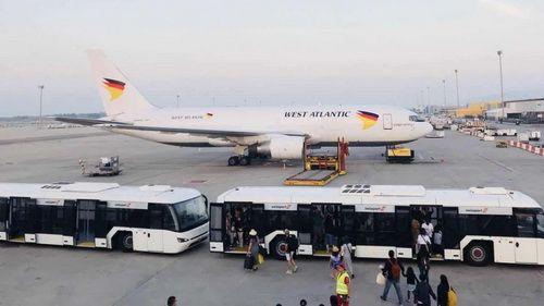 飞机降落在巴塞罗那