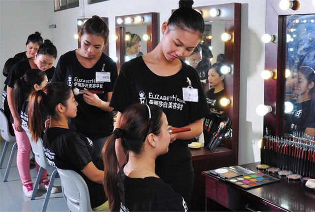伊丽莎白学校化妆师