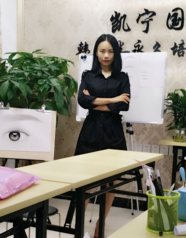 学员刘群伊丽莎白美容学校毕业