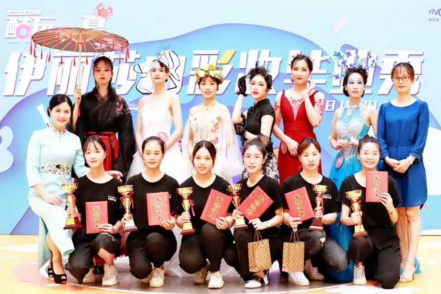南海彩妆毕业班学员获奖作品合影
