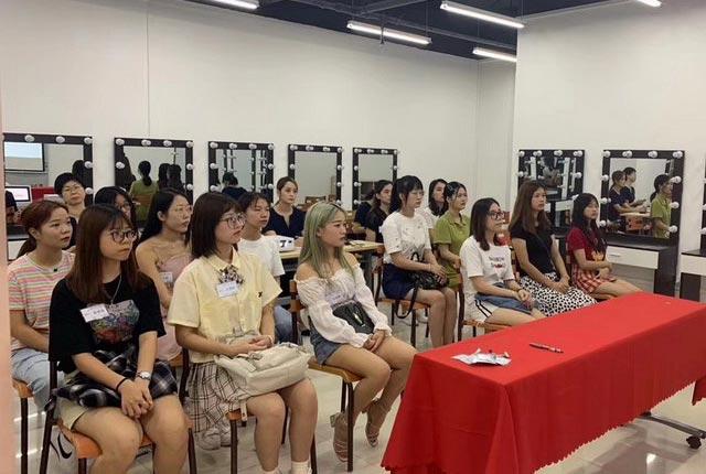 广州伊丽莎白培训学校国栋时尚8月广州校区美容化妆开班学习情况