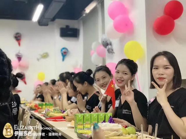 广州伊丽莎白学校国栋时尚中秋佳节