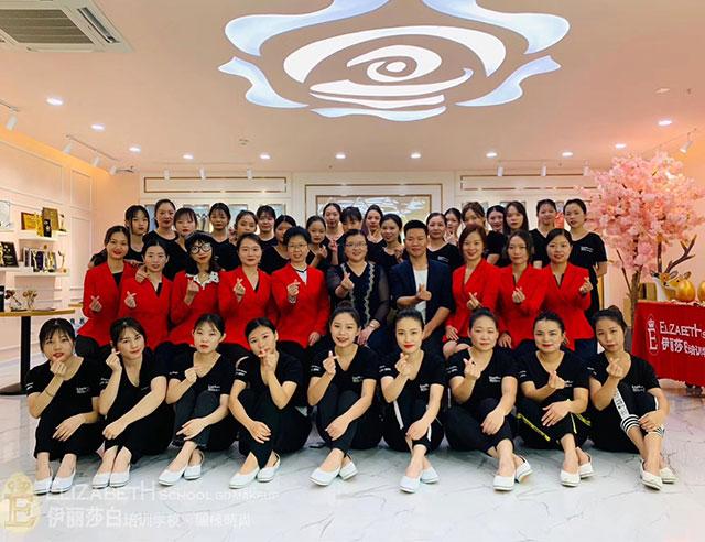 伊丽莎白广州校区老师学生合照
