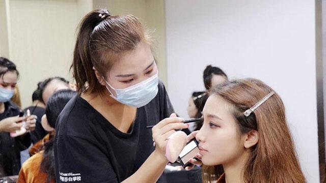 广州学化妆最好的学校
